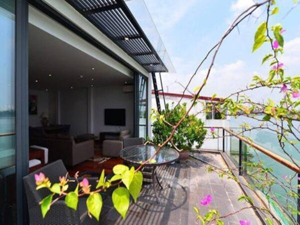 Beautiful lake view apartment for rent in Tay Ho Westlake with full services (1)