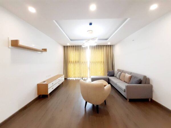Big high-rise 3-bedroom apartment for rent near Montessori (1)
