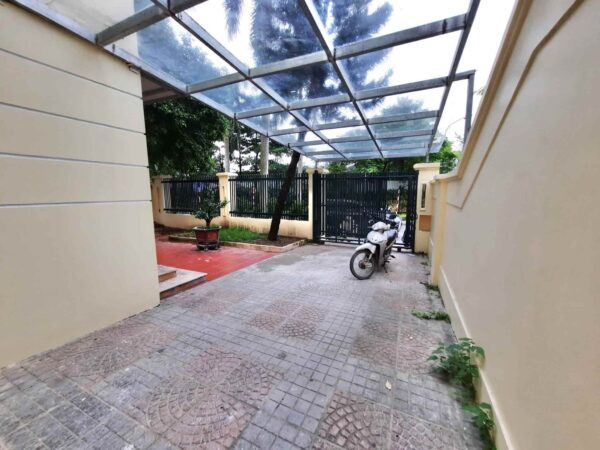 Huge unfurnished villa for rent in C7, Ciputra (4)