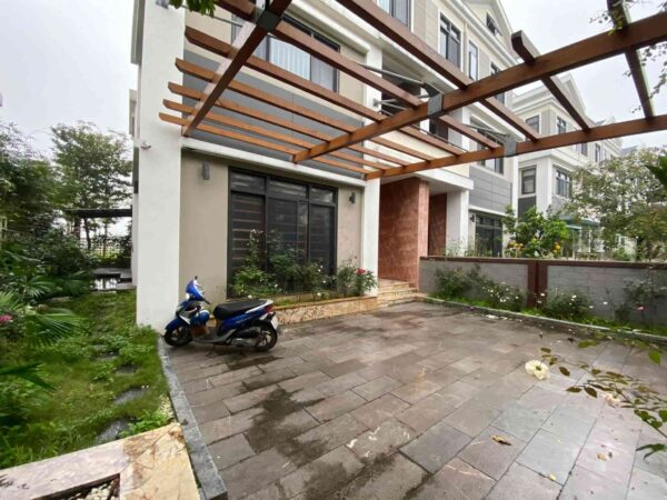 Luxurious villa for rent in Starlake Hanoi (2)
