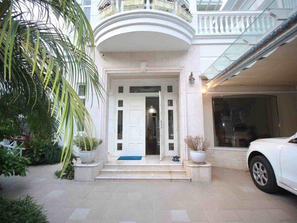'Superclean' modern villa for rent in C1 Ciputra (18)
