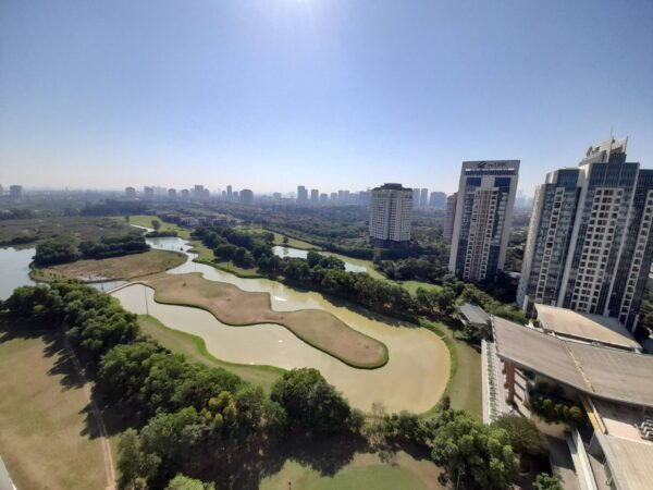 Beautiful L4 Ciputra apartment with Ciputra golf view for rent (16)