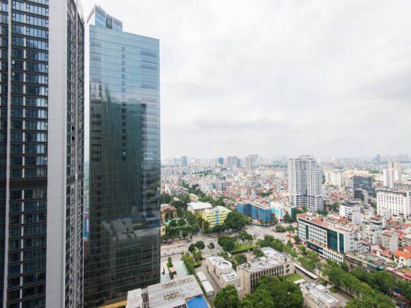 Cool light-filled M3 Vinhomes Metropolis apartment for rent (5)