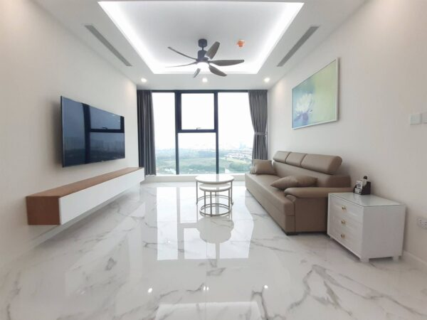 Great 3BRs golf view apartment in Sunshine City for rent (1)