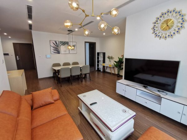 Looking to rent a big 4-bedroom apartment at Vinhomes West Point (1)