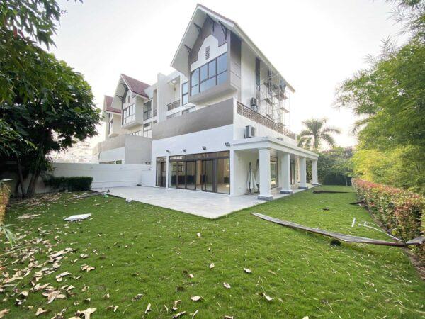 Wonderful unfurnished villa for rent in Q Block, Ciputra Hanoi (1)