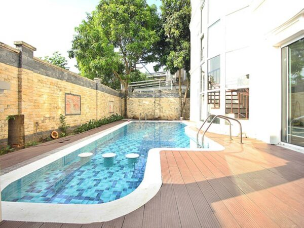 Detached villa in Ciputra for rent with a nice outdoor pool and a great garden (7)