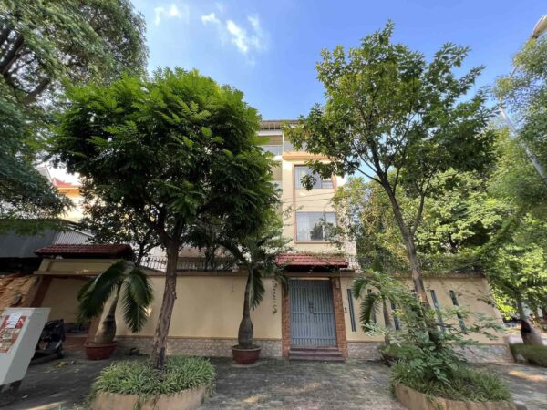 Huge 4BRs villa in Vuon Dao for rent - The most classy area in Tay Ho (1)