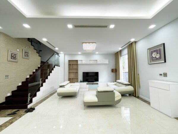 Small detached villa for rent in Vinhomes Riverside Anh Dao (1)