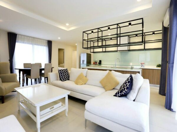 Spacious 3-bedroom apartment in Kosmo Tay Ho for rent (1)